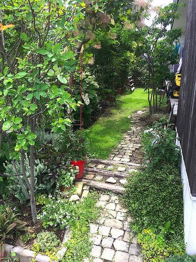 Modern Garden by 仲摩邦彦建築設計事務所