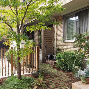 東京23区の中サイズのコンテンポラリースタイルのおしゃれな前庭 (日向、天然石敷き) の写真