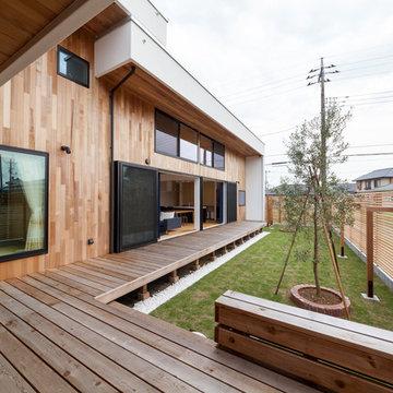 L字型の家 デッキも庭も広々と