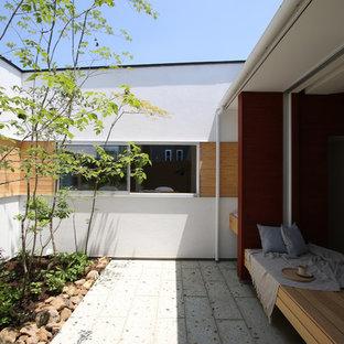 他の地域の中サイズのモダンスタイルのおしゃれな中庭 (半日向、天然石敷き) の写真