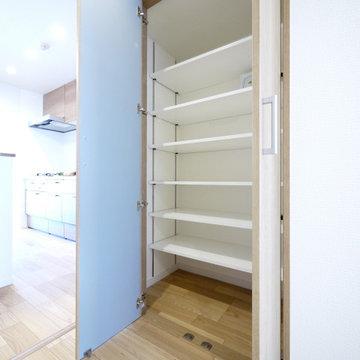 キッチン収納&間仕切りの造作カウンター