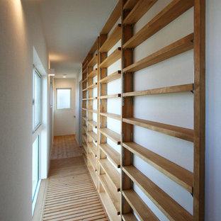 他の地域のモダンスタイルのおしゃれな廊下 (格子天井) の写真