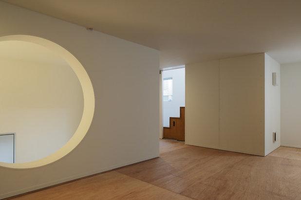 モダン 廊下 by 山本卓郎建築設計事務所 TAKURO YAMAMOTO ARCHITECTS