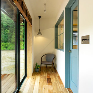 他の地域のコンテンポラリースタイルのおしゃれな廊下の写真