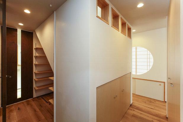 廊下 by 天工舎一級建築士事務所
