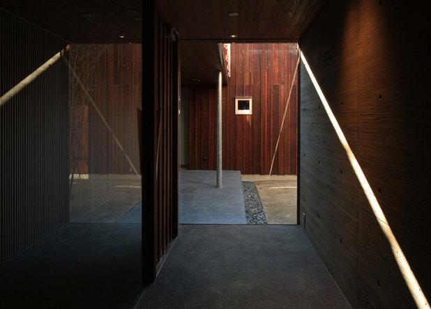 モダン 廊下 by 高岡建築研究室
