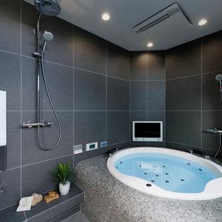 モダンスタイルのおしゃれな浴室の写真