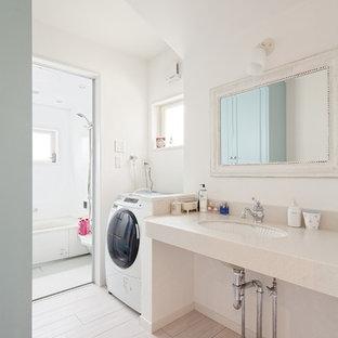 他の地域のアジアンスタイルのおしゃれな浴室 (白い壁、アンダーカウンター洗面器、グレーの床、白い洗面カウンター、洗濯室) の写真