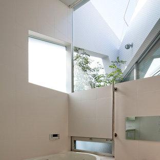 東京23区の北欧スタイルのおしゃれな浴室の写真
