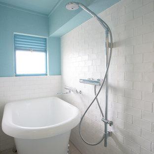 横浜の地中海スタイルのおしゃれな浴室の写真