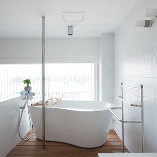東京23区のビーチスタイルのおしゃれな浴室の写真