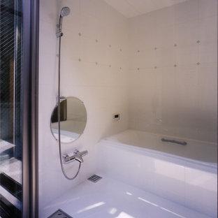 Immagine di una stanza da bagno scandinava