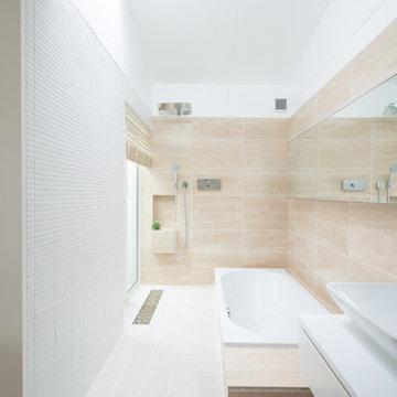 トラバーチン貼りのオリジナルバスルーム