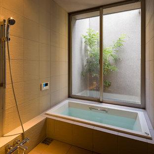 Imagen de cuarto de baño principal, asiático, sin sin inodoro, con paredes beige, suelo beige, ducha abierta, baldosas y/o azulejos beige, puertas de armario beige y bañera japonesa