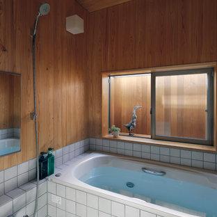 東京都下のコンテンポラリースタイルのおしゃれな浴室 (コーナー型浴槽、オープン型シャワー、グレーの床、オープンシャワー) の写真