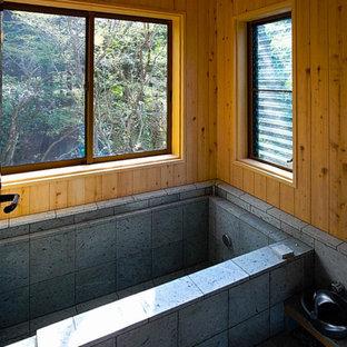 大谷石と檜の浴室