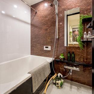 東京23区のラスティックスタイルのおしゃれな浴室の写真