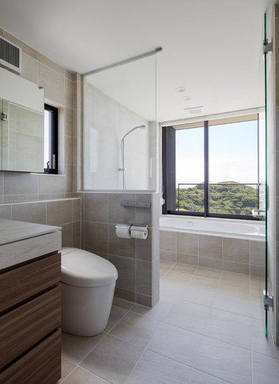 モダン 浴室 by 株式会社濱田建築事務所 一級建築士事務所