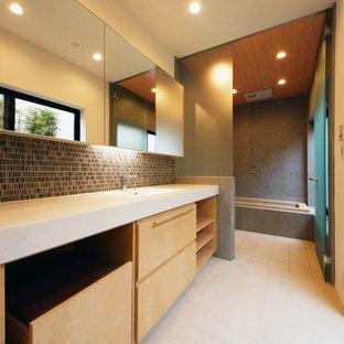 Idee per una stanza da bagno etnica con pareti bianche e pavimento beige