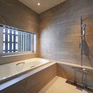 アジアンスタイルのおしゃれなマスターバスルーム (アルコーブ型浴槽、洗い場付きシャワー、ベージュのタイル、ベージュの壁、ベージュの床) の写真