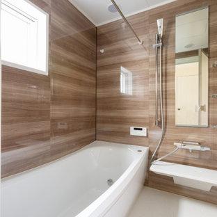 東京23区の中くらいのコンテンポラリースタイルのおしゃれなバスルーム (浴槽なし) (アルコーブ型浴槽、洗い場付きシャワー、茶色いタイル、ベージュの床、オープンシャワー、シャワーベンチ) の写真