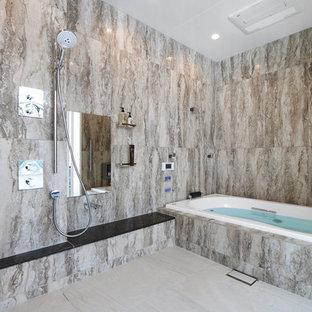 コンテンポラリースタイルのおしゃれな浴室 (コーナー型浴槽、オープン型シャワー、ベージュの床、オープンシャワー) の写真