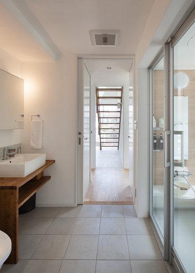 Modern Bathroom by 山岡建築研究所