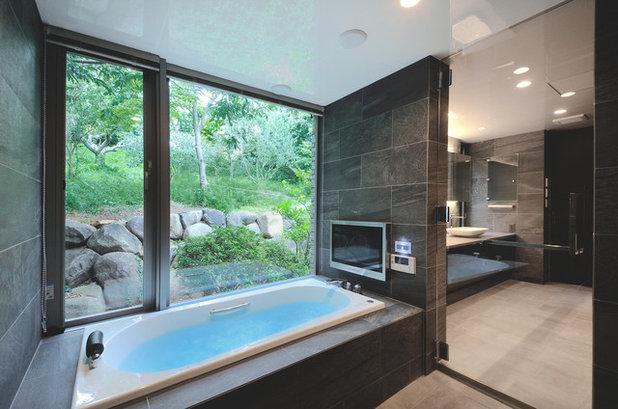 モダン 浴室 by Earnest architects