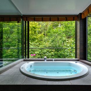 Diseño de cuarto de baño principal, asiático, con jacuzzi
