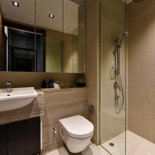 シンガポールのコンテンポラリースタイルの浴室・バスルームの画像 (オープン型シャワー、ベージュのタイル、ベージュの壁、ベージュの床、オープンシャワー)