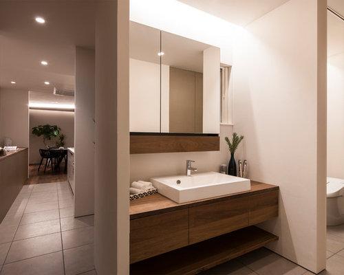 photos et id es d co de wc et toilettes modernes avec des portes de placard en bois brun. Black Bedroom Furniture Sets. Home Design Ideas