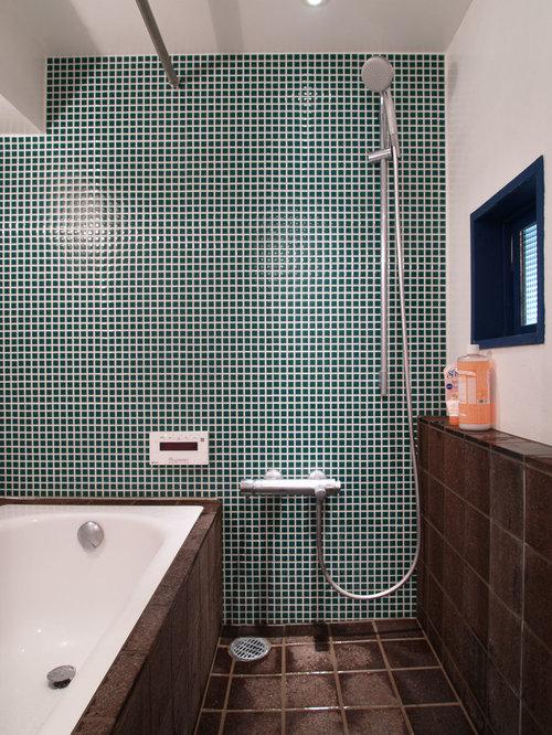 Bagno industriale con pareti viola foto idee arredamento - Piastrelle tipo veneziana ...