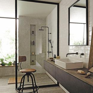 大阪のモダンスタイルのおしゃれな浴室 (フラットパネル扉のキャビネット、濃色木目調キャビネット、マルチカラーの壁、塗装フローリング、ベッセル式洗面器、グレーの床) の写真