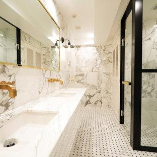 東京23区のトラディショナルスタイルのおしゃれな浴室の写真