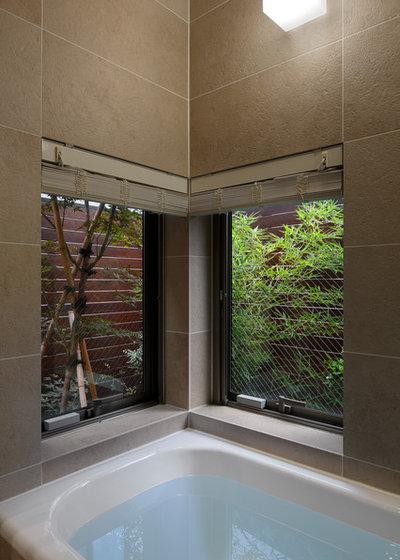 コンテンポラリー 浴室 by 長浜信幸建築設計事務所