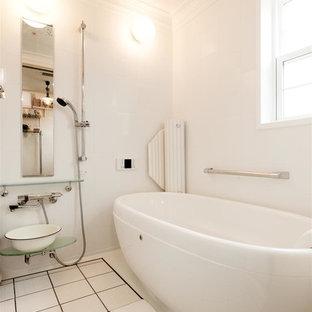 東京23区の北欧スタイルのおしゃれな浴室 (オープン型シャワー、白い壁、白い床、オープンシャワー) の写真