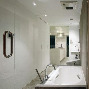 東京23区のモダンスタイルのおしゃれな浴室の写真