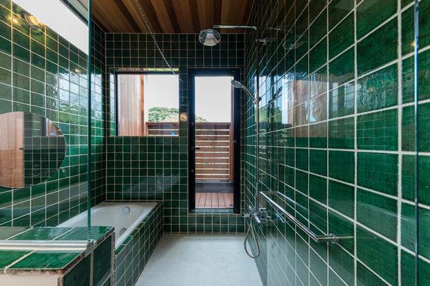 Idee per rivestire il bagno con piastrelle verde smeraldo