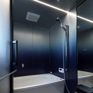 他の地域のインダストリアルスタイルのおしゃれな浴室 (コーナー型浴槽、オープン型シャワー、白い床、オープンシャワー) の写真