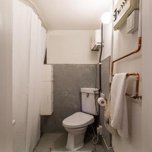 他の地域のコンテンポラリースタイルのおしゃれな浴室 (グレーの壁、コンクリートの床、グレーの床) の写真