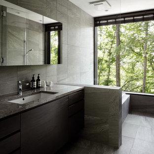 他の地域のモダンスタイルのおしゃれな浴室の写真