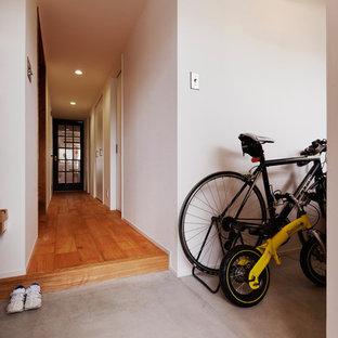 モダンスタイルのおしゃれな玄関の写真