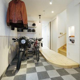 東京23区のコンテンポラリースタイルのおしゃれな玄関 (白い壁、マルチカラーの床) の写真