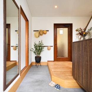 コンテンポラリースタイルのおしゃれな玄関の写真