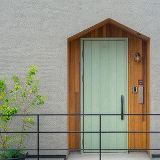 他の地域の片開きドア北欧スタイルのおしゃれな玄関ドア (グレーの壁、コンクリートの床、緑のドア、グレーの床) の写真
