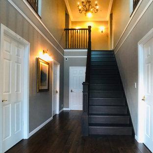 Idées déco pour une grand entrée romantique avec un couloir, un sol en bois foncé, une porte double, une porte verte, un sol marron, un plafond en papier peint, du papier peint et un mur gris.