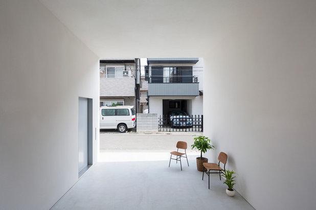 Modern Entrance by 山本卓郎建築設計事務所 TAKURO YAMAMOTO ARCHITECTS