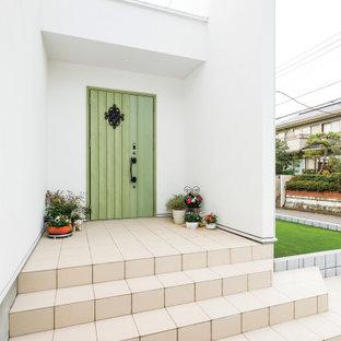 Idéer för att renovera en mellanstor funkis foajé, med vita väggar, betonggolv, en enkeldörr, en grön dörr och grått golv