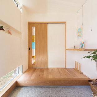 他の地域の和風のおしゃれな玄関 (グレーの床) の写真