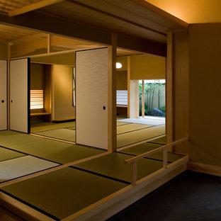 Aménagement d'une entrée asiatique avec un sol de tatami.